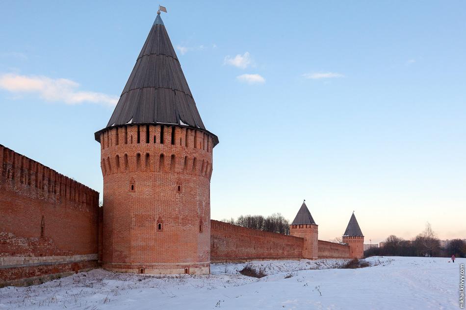 Долгочевская (Шембелева), Воронина и Заалтарная (Белуха) башни.