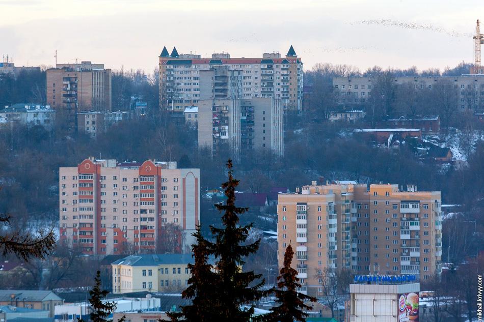 Новостройки Заднепровского района, включая дом на предыдущем фото.