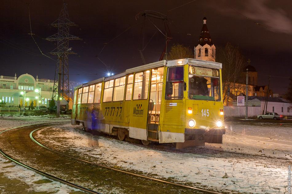 Трамвайный вагон №145 Усть-Катавского завода. Год выпуска — 1988, один из старейших в Смоленске. Трамвайное кольцо у вокзала на улице Кашена.