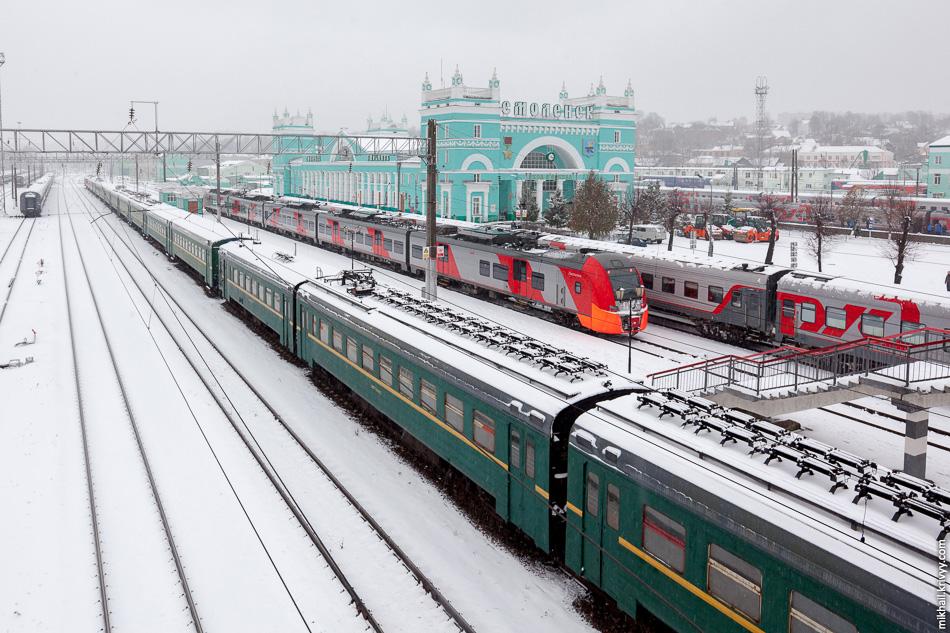 Цвет Собора унаследовал Белорусский вокзал в Москве. Позже, в этот же цвет было целиком покрашено белорусское направление Московской железной дороги включая и вокзал в Смоленске.